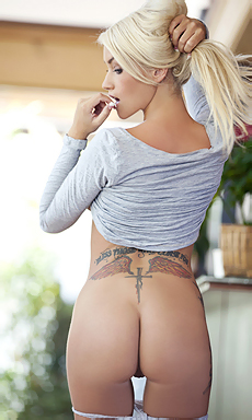 Nasty Blonde
