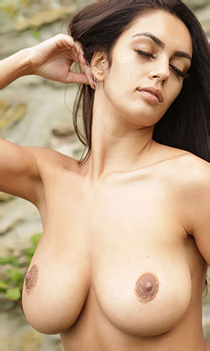 Ela Andrea Naked In The Garden